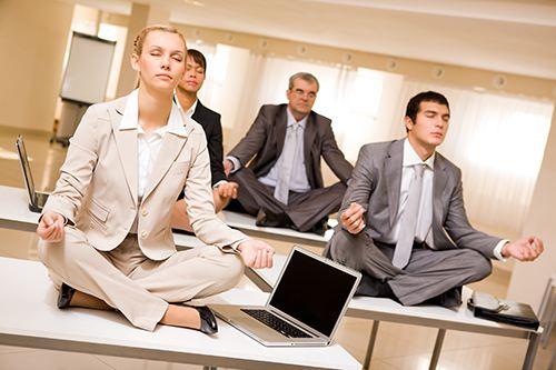 办公室瑜伽五个招式 有效缓解白领慢性病