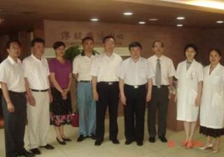 中国老男人为什么喜欢穿短袖衬衣
