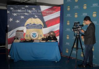 美国缴获价值近5亿美元奢侈品假货,32名华裔被捕