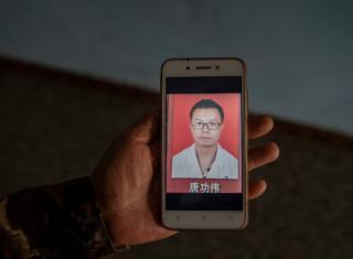 不愿拖累父母,中国26岁药剂师患癌后离家出走