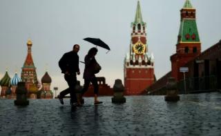 普京的烦恼:民众支持与西方修好