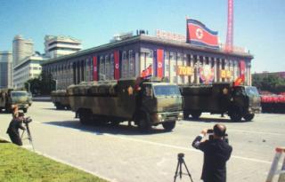 """朝鲜建国70年阅兵""""未展示弹道导弹"""""""