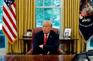 """路透专访:特朗普正面临一场""""政变""""–前白宫首席策略师"""