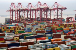 特朗普威胁对所有中国进口产品征税
