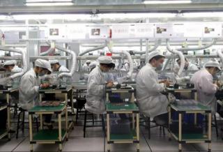 上海:6万村镇青年造出全球一半iPhone