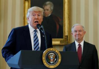 特朗普撤换司法部长塞申斯 誓言若众院启动调查将正面迎战