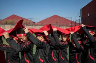 """何为男子汉?培训机构欲""""重塑""""中国男孩"""
