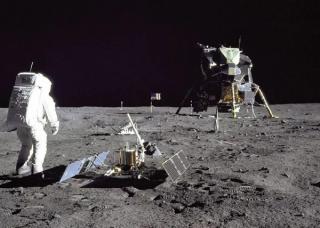 """回到月球:""""嫦娥四号""""的使命与月球探索的复兴"""