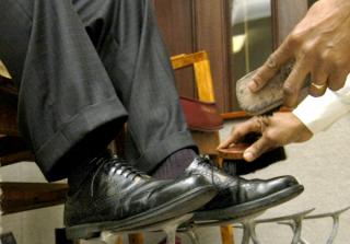 一位擦鞋匠的慈善人生