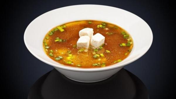 一杯味噌汤(miso soup)含有2.7克盐