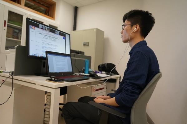 创管学院杨丽凤课题组本科生刘浩宇在国际顶级商科研究会议上作研究报告
