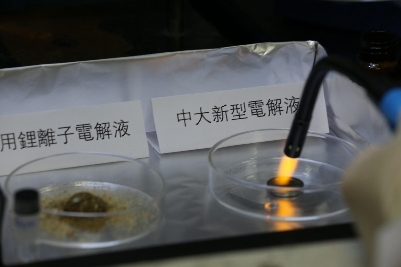 利用护肤霜成分制作稳定输出的非易燃水系锂离子电池电解液