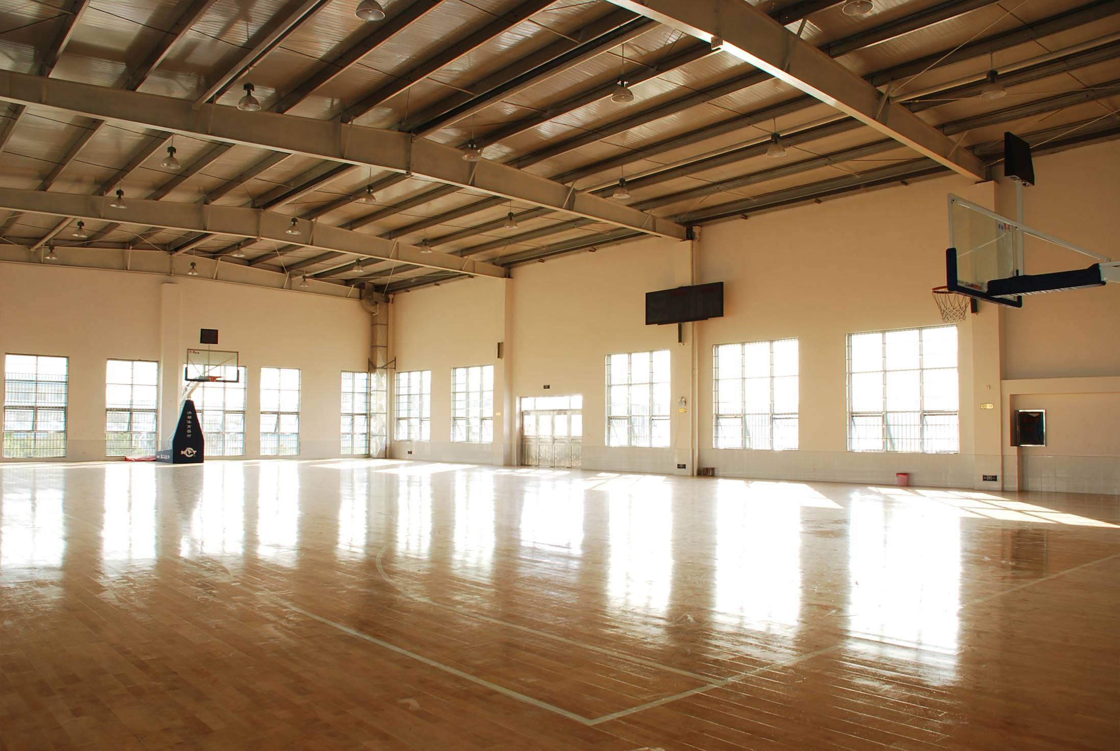 室内篮球场照明基本原则:考虑灯具的配置