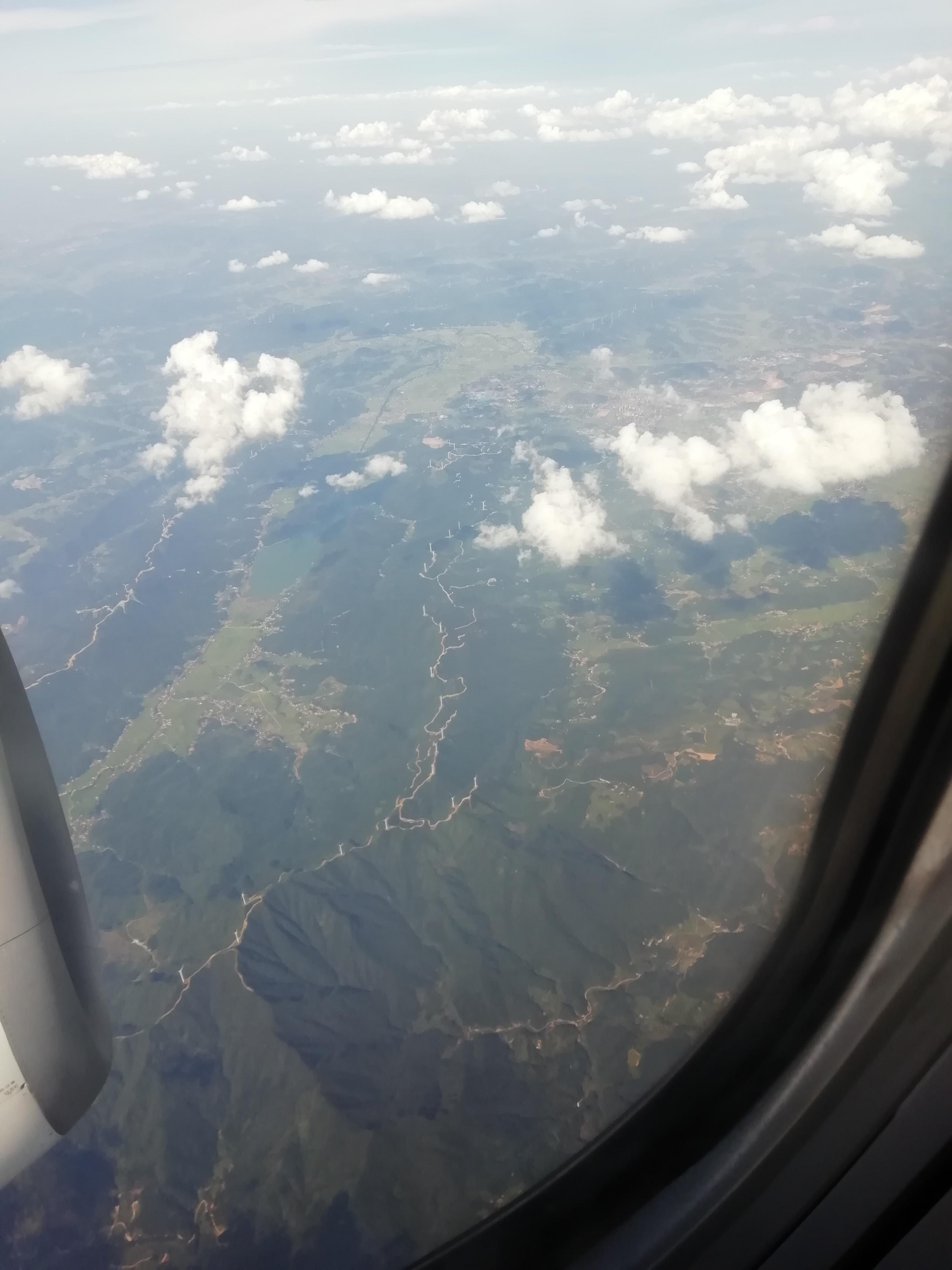 某个不知名的山脉?或者就是个小山丘?不确定高度,无法得知大小.....