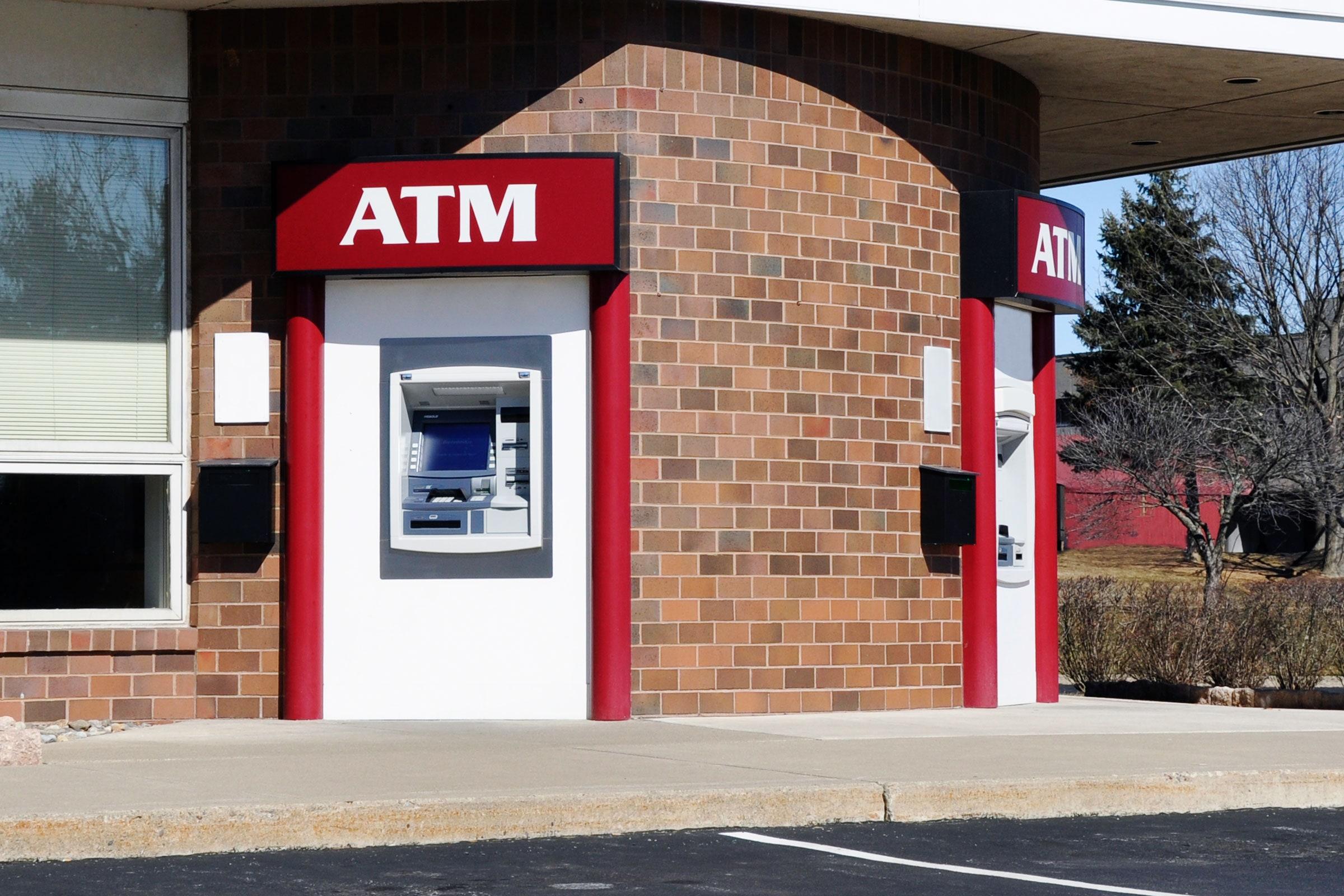 黑客已经掌握攻击ATM的一些巧妙新方法可操纵银行ATM提现