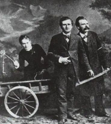 博主注,从左到右依次是:莎乐美、雷波、尼采