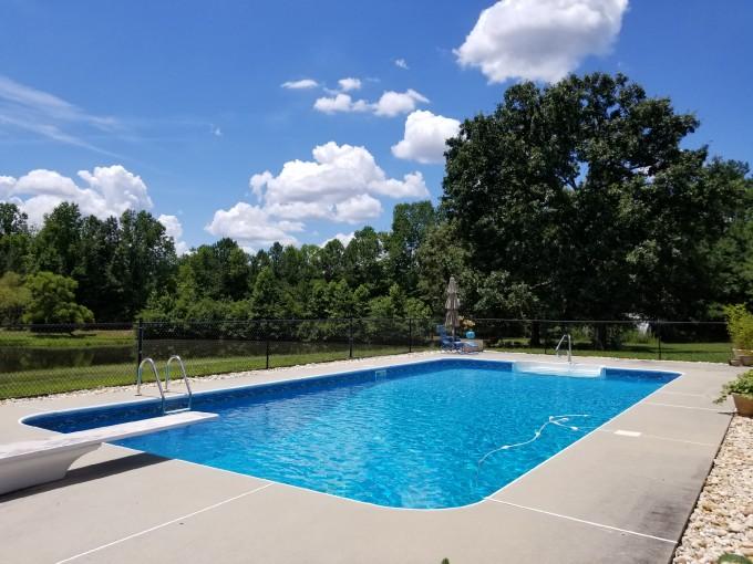 游泳池翻修