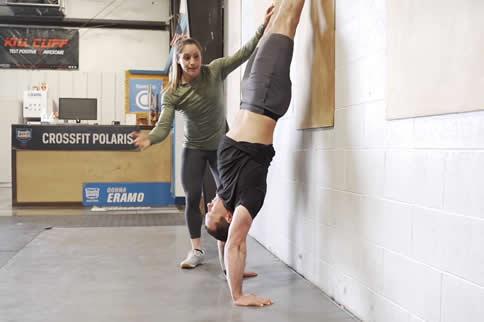 最好的徒手练肩行动是什么-追梦健身网