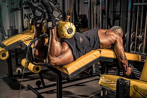 股二头肌的磨炼要领有哪些-追梦健身网