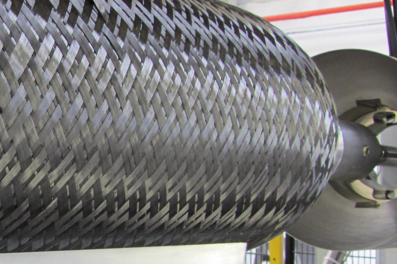 德国BBG展示用于CFRP氢罐生产的自闭合HP-RTM模具