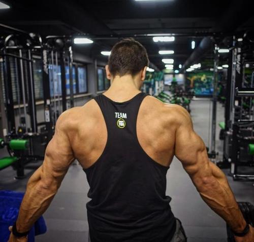 哑铃怎样练背肌 3大罕见行动教你怎样练习-追梦健身网