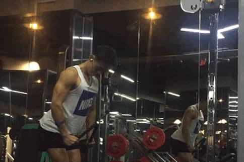 怎样磨炼肱三头肌 3招轻松练肱三头肌-追梦健身网