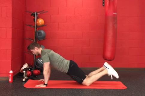 男生在家怎样徒手练背部线条-追梦健身网
