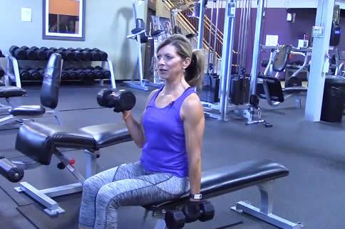 女性哑铃练手臂的行动有哪些-追梦健身网