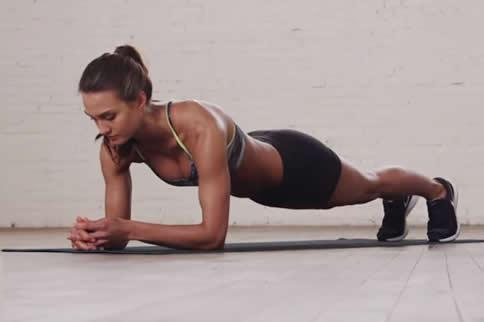 女生腰部气力训练方法引见-追梦健身网
