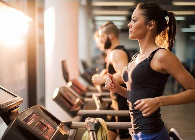 为何健身这么多年一向练不出六块腹肌?-追梦健身网