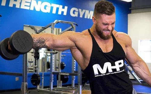 如何用哑铃锻炼肩部肌肉-追梦健身网