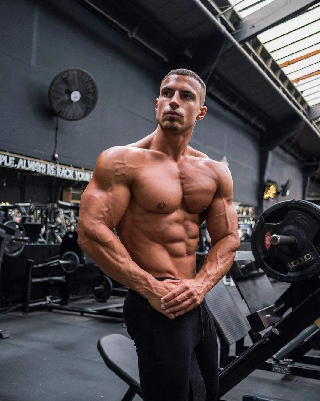 胸肌内侧磨炼要领怎么做-追梦健身网