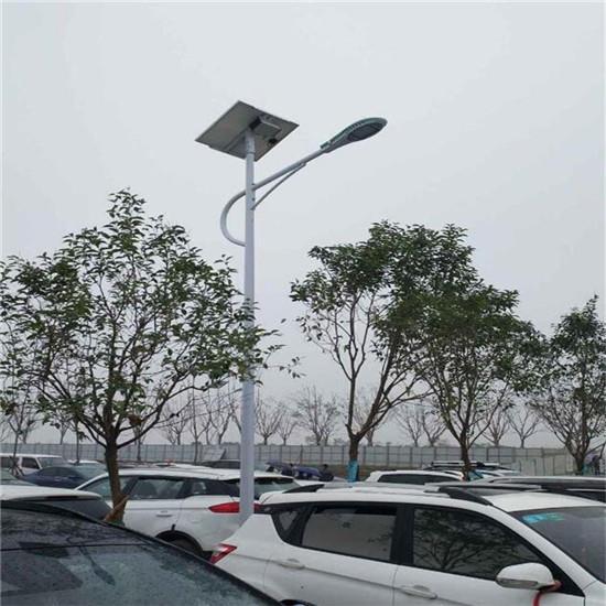 太阳能路灯的电流 容量 峰值 都是怎么计算的?